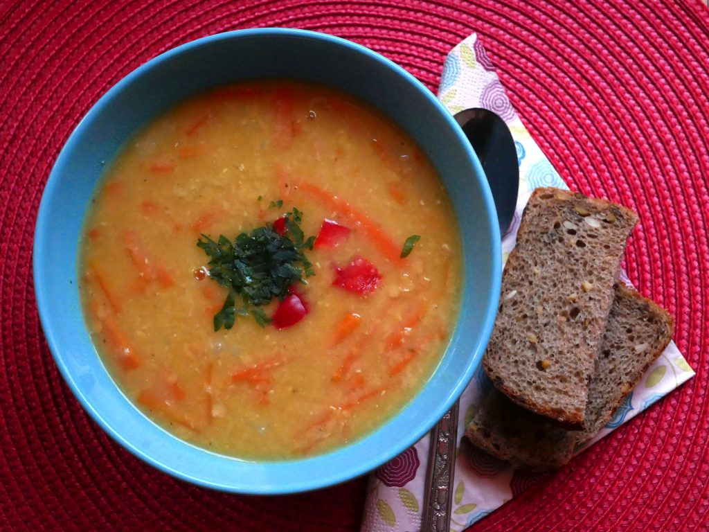 Lekka zupa z marchewki oraz soczewicy