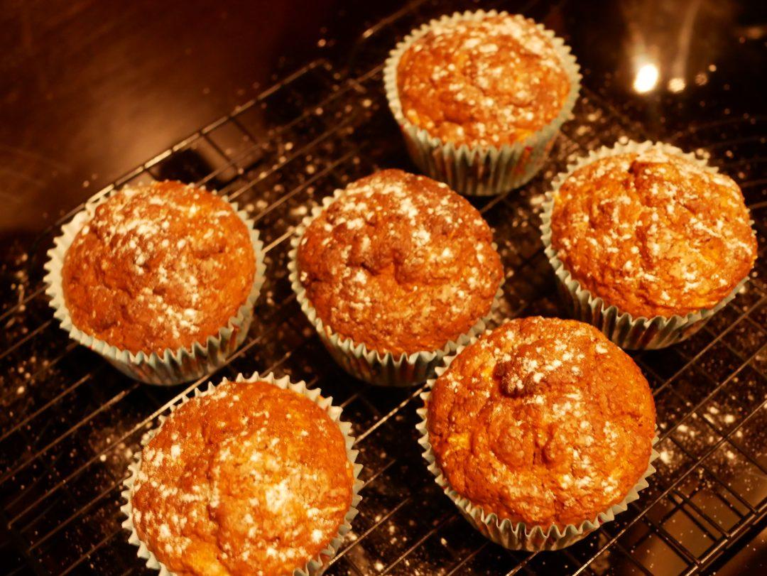 Muffiny marchewkowe z mąki orkiszowej z orzechami